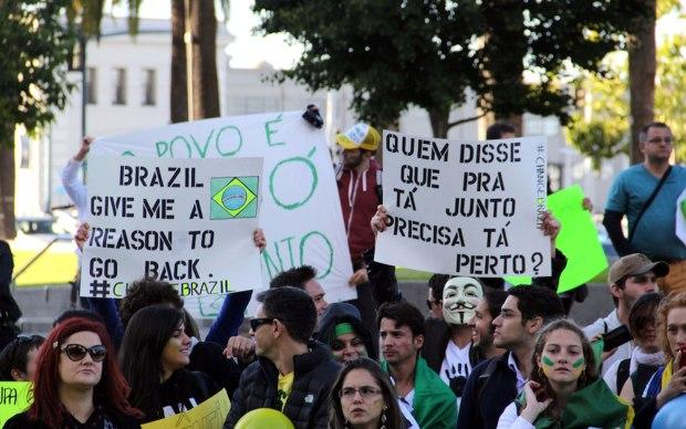 A movimentação começou já por volta das 17h no tradicional ponto de protestos da cidade.
