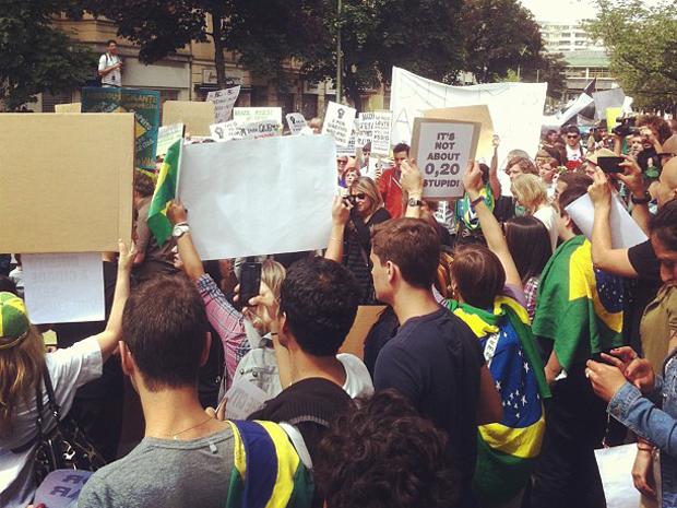 Brasileiros fazem manifestação no domingo dia 16, em Berlim.