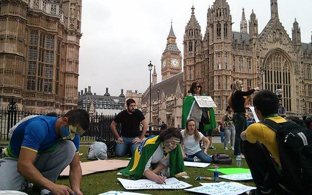 Brasileiros se preparam para protesto em Londres na terça dia 18 de Junho.