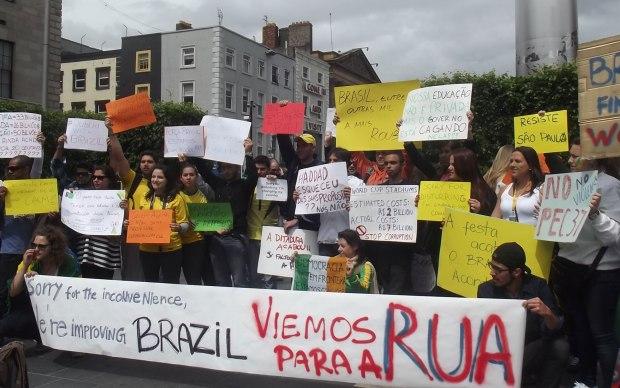 Em Dublin, na Irlanda, também houve manifestações a favor do movimento brasileiro.