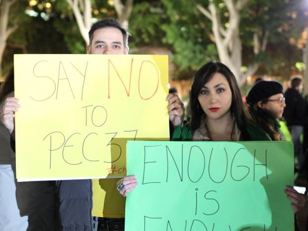 Estavam todos muito pacíficos e cheios de cartazes. O Hino Nacional foi o que mais cantamos', conta leitora que participou da manifestação.