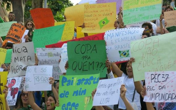 Leitor mostra manifestação de apoio ao Brasil em Coimbra.