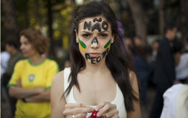 Manifestantes protestam na terça-feira (18) na Cidade do México.