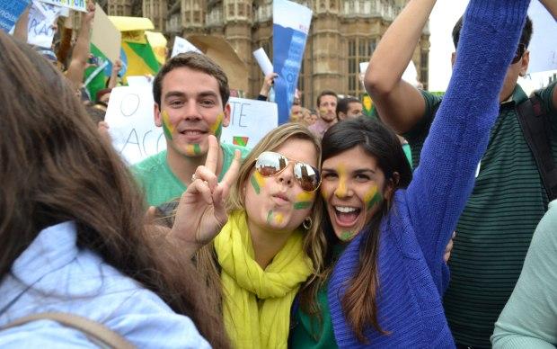 Meninas protestam em Londres.