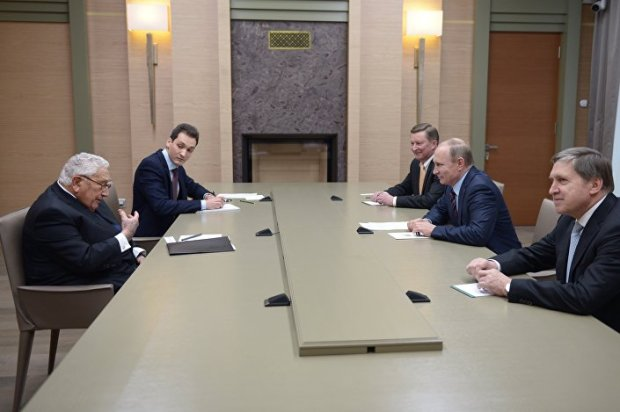 Reunião entre Henry Kissinger e Vladimir Putin. 3 de fevereiro 2016 © AFP 2016/ SPUTNIK / ALEXEI NIKOLSKY.