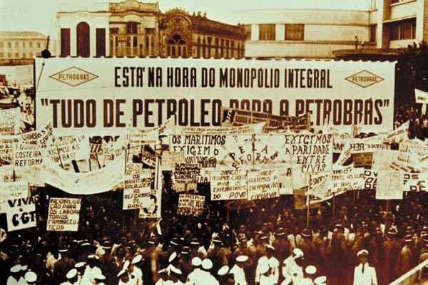 Ilustração: Comício da Central do Brasil, em 13 de março de 1964. Foto de Agência Petrobras.