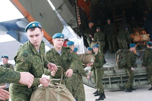 """Os pára-quedistas são mobilizados para reforçar a """"defesa"""" do aliado russo, a Sérvia."""