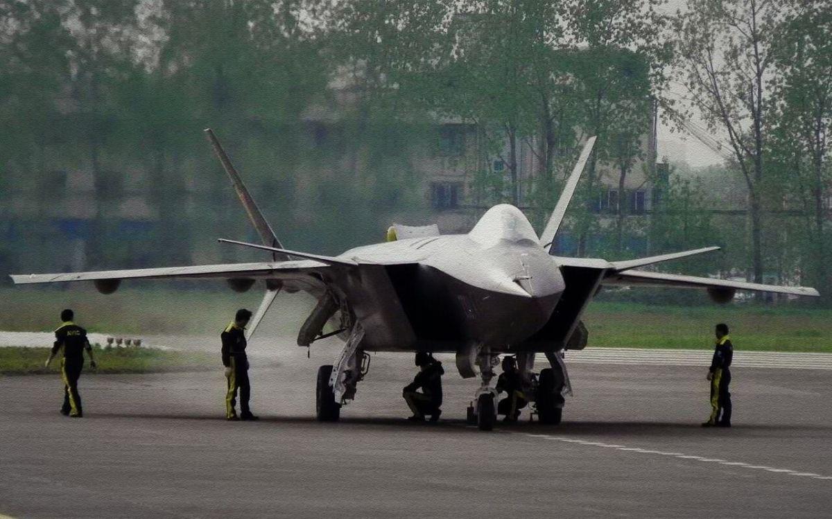 Capacidades do caça furtivo chinês J-20 serão aprimoradas.