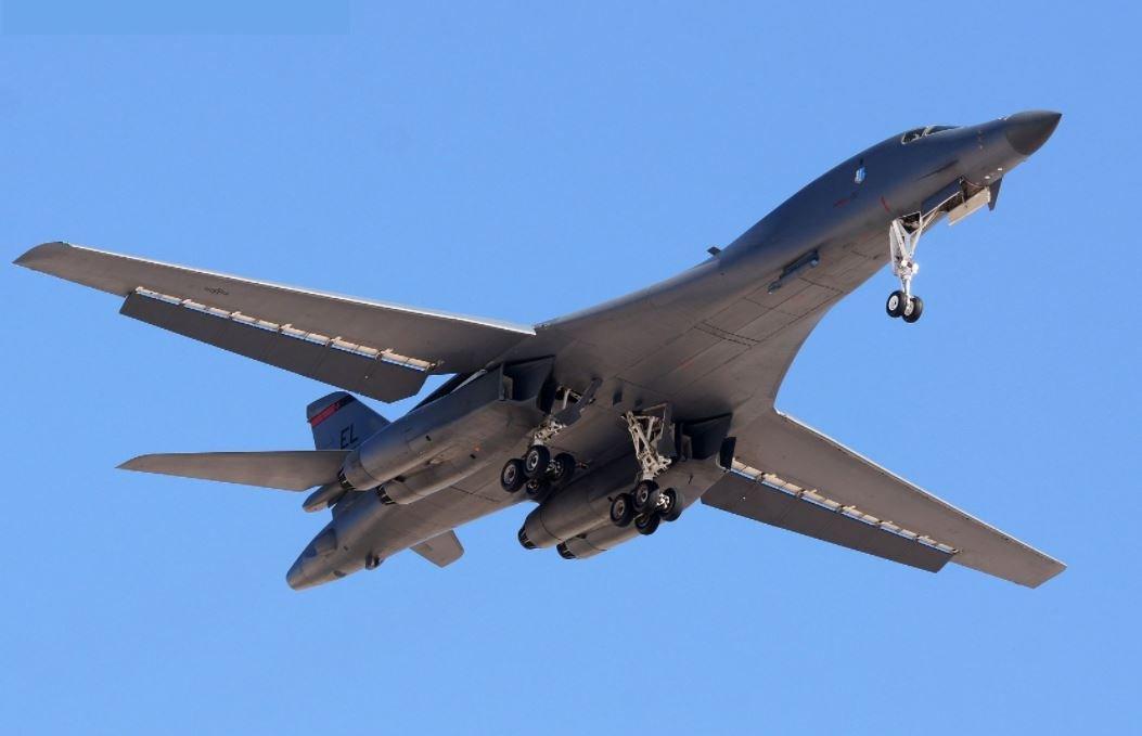 Precisando de dinheiro? Empresa americana vaza detalhes técnicos de aeronaves americanas para a China.