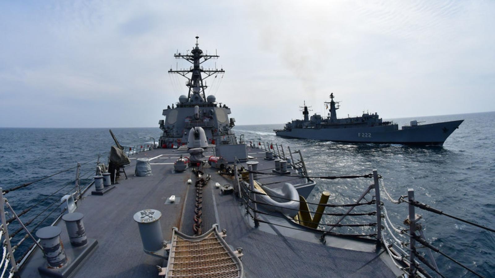 Mar Negro: A OTAN pratica o ataque aos navios russos.